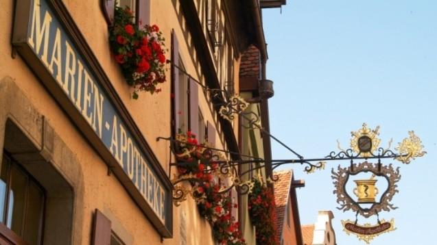 Die Marien-Apotheke in Rothenburg ob der Tauber wurde im Jahre 1812 gegründet – und ist die letzte Apotheke, die sich in der historischen Altstadt behaupten kann. (Foto: Marien-Apotheke)