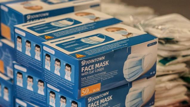 Die Bundesregierung empfiehlt unter gewissen Umständen, Schutzmasken mehrfach zu verwenden. Aber was muss passieren, damit eine Maske mehrfach verwendbar ist? Und welche Masken eignen sich überhaupt? ( r / Foto: imago images / foto2press)
