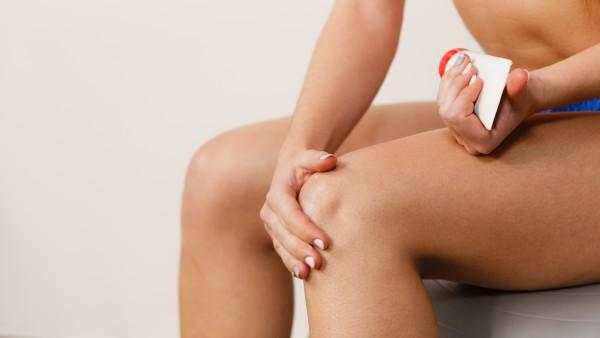 Unerwünschte Hautreaktionen durch NSAR-haltige Gele vermeiden