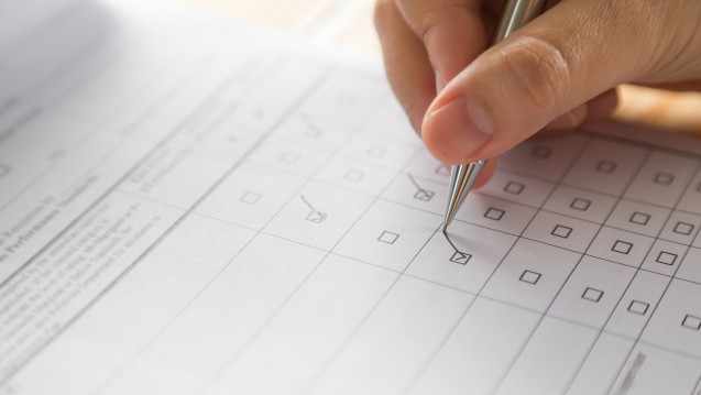 Die beauftragte Unternehmensberatung wendet sich seit voriger Woche mit einer umfangreichen Fragensammlung an die Apotheken. (Foto: jannoon028 – Fotolia.com)