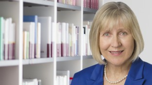 Dr. Christine Ahlheim (cha)