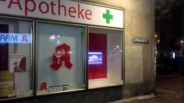 Porno im Apotheken-Schaufenster