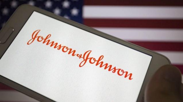 Johnson & Johnson muss über eine halbe Milliarde Dollar an den US-Bundesstaat Oklahoma zahlen. Das Unternehmen hat, so befand ein Gericht,mit Analgetika-Marketing dieOpioidkrise befeuert. (c / Foto: imago images / ZUMA Press)