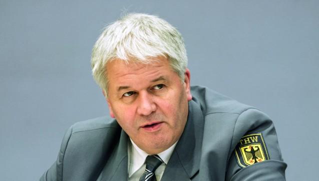 THW-Präsident Albrecht Broemme will die Apotheken in Deutschland intensiver in den Bevölkerungsschutz einbinden und ihnen dafür einen besonderen Status geben. Foto: imago images/Metodi Popow)