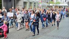 In Bottrop demonstrierten am Mittwoch mehr als 150 Personen, die auch strengere Kontrollen bei Zyto-Apotheken forderten. (Fotos: hfd / DAZ.online)