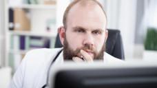 Laut einer Umfrage bereitet manchen Ärzten das Auftragen der PZN auf das Rezept Probleme (Foto: tunedin / stock.adobe.com)