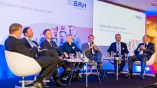 Heftige Auseinandersetzung: Beim BAH gab es eine rege Debatte zum Rx-Versandhandel mit Hermann Kortland (BAH, Moderator), Martin Danner (BAG Selbsthilfe), Sabine Richard (AOK), Christian Buse (BVDVA), Hans-Peter Hubmann (Bay. Apothekerverband) und Jörg Wieczorek (BAH) (v.li.n.re.) (Foto: BAH)
