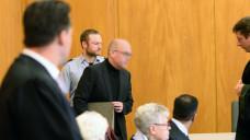 Peter S. vor dem Landgericht Essen. Die Staatsanwaltschaft macht dem Apotheker schwerwiegende Vorwürfe und verlangt eine langjährige Gefängnisstrafe. (j / Foto: hfd / DAZ.online)