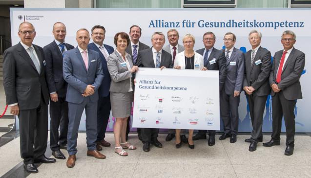 Die Spitzen der wichtigsten Verbände im Gesundheitswesen bei der Präsentation der Allianz für Gesundheitskompetenz, darunter auch ABDA-Präsident Friedemann Schmidt (2.v.l.)