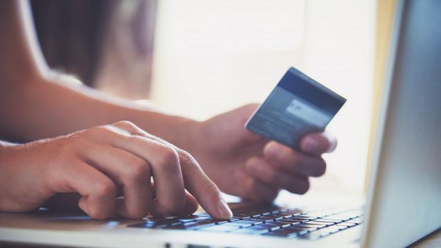 Viele Online-Anbieter verlangen bislang Gebühren für Zahlungen mit Kreditkarten. (Foto:Ivan Kruk / Fotolia)