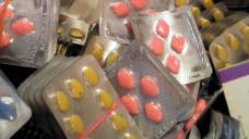 Auch in diesem Jahr fanden sich in den sichergestellten Paketen wieder viele gefälschte Potenzmittel. (Foto: Zoll)