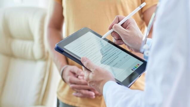 Apothekeninhaber:innen und Apothekenleiter:innen sind zum vierten Mal aufgerufen, sich am ABDA-Datenpanel zu beteiligen. (s / Foto:DragonImages / AdobeStock)