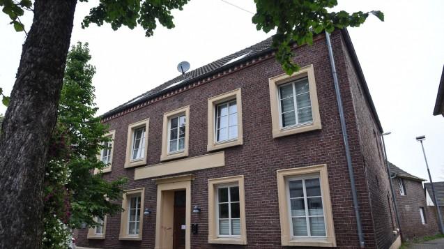 """Das""""Biologische Krebszentrum"""" in Brüggen-Bracht: Nach Todesfällen ermittelt die Staatsanwaltschaft wegen fahrlässiger Tötung. (Foto: dpa)"""