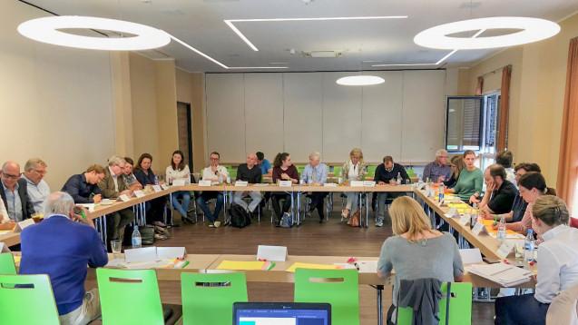 Sie wollen für eine Neuordnung im Bereich der parenteralen Zubereitungen sorgen: Die Apotheker, die sich diese Woche zur ARGE Parezu zusammengefunden haben. (Foto: Stadler)