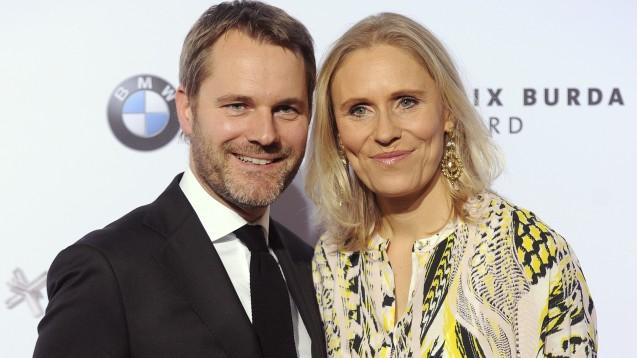 Bitte lächeln: Daniel Bahr mit Ehefrau Judy Witten auf dem Roten Teppich – anlässlich des Felix Burda Award am im April 2016 in München. (Foto: dpa)