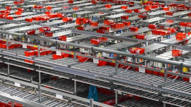 Ab dem kommenden Jahr können MVDA-Apotheker erstmals auch über die AEP bestellen. Der Großhändler aus Alzenau behauptet, vergleichbare Konditionen zu Phoenix zu bieten. (m / Foto: dpa)