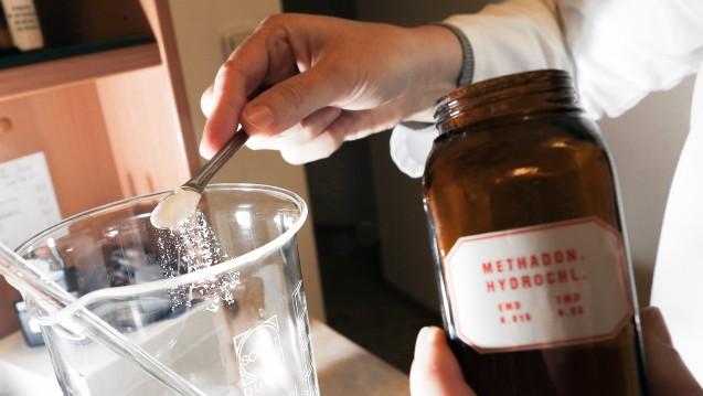 Kann eine Apotheke retaxiert werden, weil auf einem Methadon-Rezept zur Schmerztherapie die Gebrauchsanweisung fehlt? (Foto: dpa)