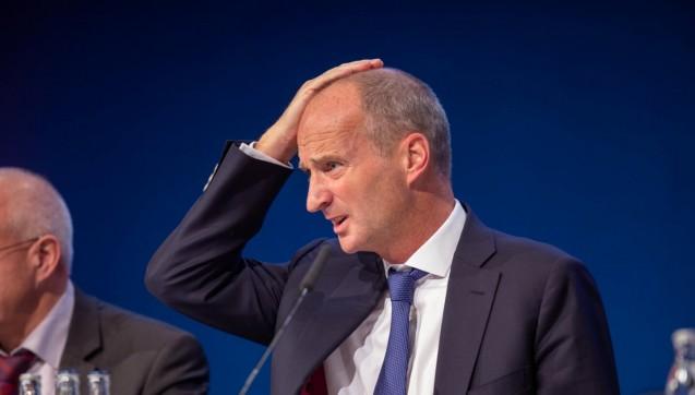 Auch ABDA-Präsident Friedemann Schmidt scheint der Deutsche Apothekertag bisweilen Kopfzerbrechen zu bereiten. Rhetorisch brillierte Schmidt, in gewohnter Manier, in seiner Eröffnungsrede zum DAT, in der er ganz besonders vehement die Krankenkassen angriff, das Rx-Versandverbot als Forderung aber ausließ.