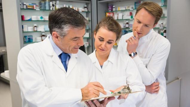 In Niedersachsen sollen Stationsapotheker Pflicht werden. Sie sollen allerdings Klinikpersonal sein – und nicht zur versorgenden Apotheke gehören. (Foto: WavebreakMediaMicro / stock.adobe.com)