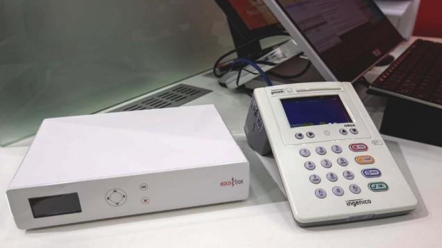 Für die Anbindung an die Telematikinfrastruktur brauchen Apotheken neben einem Konnektor und Kartenlesegeräten einen Institutionsausweis, die sogenannte SMC-B. (c / Foto: Schelbert)