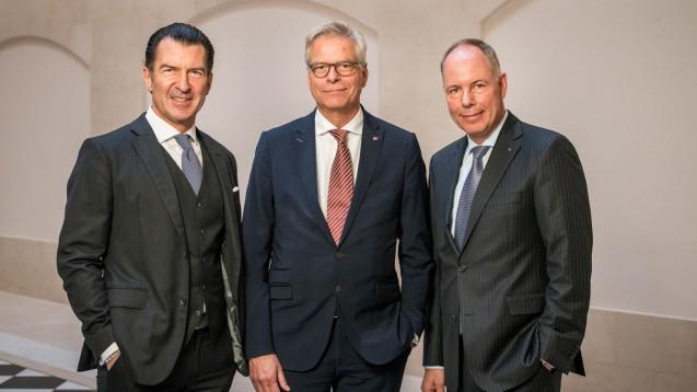 Pharma Privat ist das neuste Mitglied im Zukunftspakt Apotheke. Im Bild (v. l.): Philipp Welte (Burda), Hanns-Heinrich Kehr (Pharma Privat) und Dr. Michael Kuck (Noweda). (s / Foto: Jens Oellermann für Hubert Burda Media)