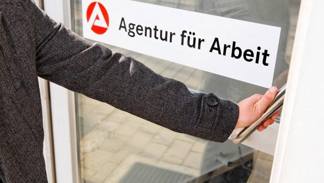 Der aktuellen Fachkräfteengpassanalyse der Bundesagentur für Arbeit zufolge ist der Apothekerberuf weiterhin ein Engpassberuf. (m / Foto: imago images / HRSchulz)