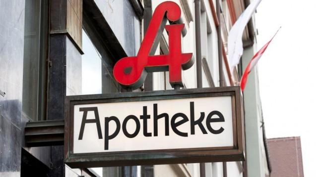 Anders als in Deutschland, wo es seit einigen Jahrenzur Unterstützung den Nacht- und Notdienstfonds gibt, finanzieren Apotheken in Österreich die Dienstbereitschaft komplett aus eigener Tasche. (m / Foto: imago images / CHROMORANGE)