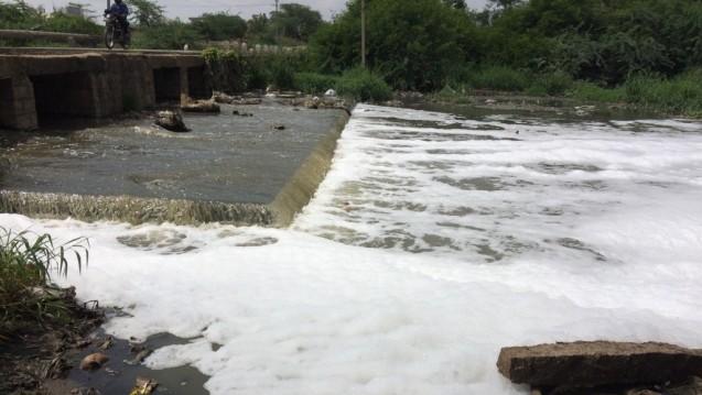 Abwasser in Fluss in der indischen Stadt Hyderabad (Bildnachweis: Changing Markets)