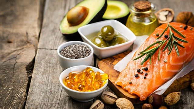 Stiftung Warentest findet: Wer sich gesund ernährt braucht keine Omega-3-Fettsäuren aus Nahrungsergänzungsmitteln. (Foto: anaumenko / adobe.stock.com)