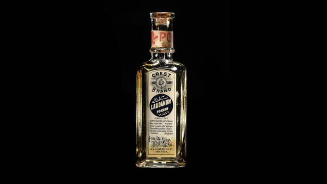 Bis ins 19. Jahrhundert wurde Opiumtinktur auch alsLaudanum(Laudanum liquidum) oderMeconiumvertrieben. (x / Quelle: IMAGO / United Archives International:Laudanum, Edward D. Depew & Co)