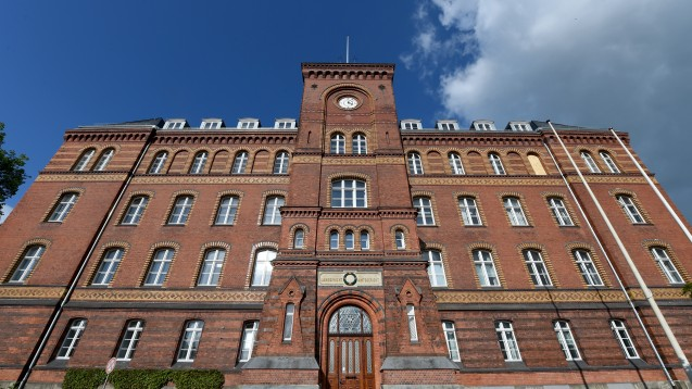 Vor dem Landgericht Flensburg begann vergangene Woche der Prozess gegen einen Arzt, der jahrelang Betäubungsmittel verschrieb, ohne dass es hierfür einen medizinischen Grund gab. (Foto: dpa)