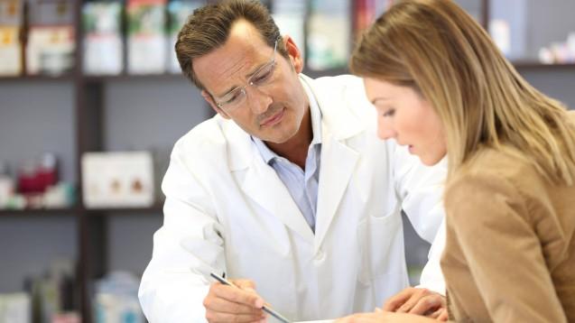 Neue pharmazeutische Dienstleistungen wie das Medikationsmanagement finden Anklang bei der Kooperation unternehmensnaher Krankenkassen. Bezahlen wollen sie dafür aber nicht. (c / Foto: imago images / Panthermedia)