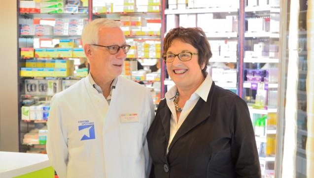Apotheker Günter Wickop und Brigitte Zypries (SPD). (Foto: hfd)