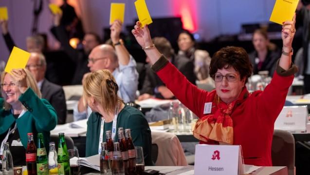 Einige Apothekerkammern, darunter auch Hessen (hier Kammerpräsidentin Ursula Funke), wollen ein Zurück zum Rx-Versandverbot, weil der neue Spahn-Plan zu unsicher ist. (m / Foto: Schelbert)