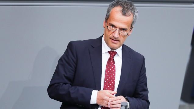 Der CDU-Arzneimittelexperte Michael Hennrich kündigte am gestrigen Donnerstagabend im Bundestag an, dass er nochmals über die exklusiven Rabattverträge sprechen will. (s / Foto: dpa)
