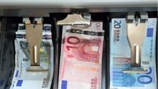 In Apotheken ist immer Bargeld. Was tut man, wenn man den Verdacht hat, einer der Mitarbeiter bedient sich? (Foto:JonFennel / Fotolia)
