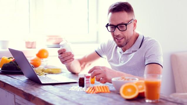 Sportler:innen sollten ihren Bedarf an Antioxidantien nicht mithilfe von Vitaminkapseln, sondern über vollwertiges Obst und Gemüse decken, welche Vitamin E, Vitamin C und ß-Carotin in natürlichen Mengen und einem gesunden Verhältnis beinhalten. (Foto: Viacheslav Iakobchuk / stock.adobe.com)