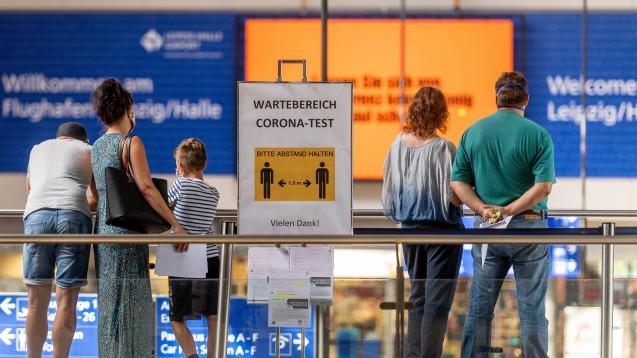 Am Montagabend hatten die Gesundheitsminister von Bund und Ländern beschlossen, dass es kostenlose Corona-Tests für Urlauber bei der Einreise nach Deutschland nach Ende der Sommerreisesaison nicht mehr geben soll. (Foto: imago images / VIADATA)