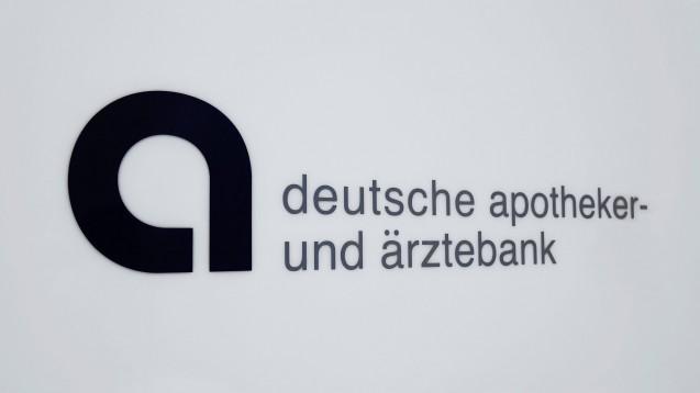 Die IT-Migration der Apobank klappt nicht. FAQs sollen nun helfen, die Kundenfragen zu beantworten, doch das IT-Chaos bleibt. (s / Foto: imago images / Steinach)