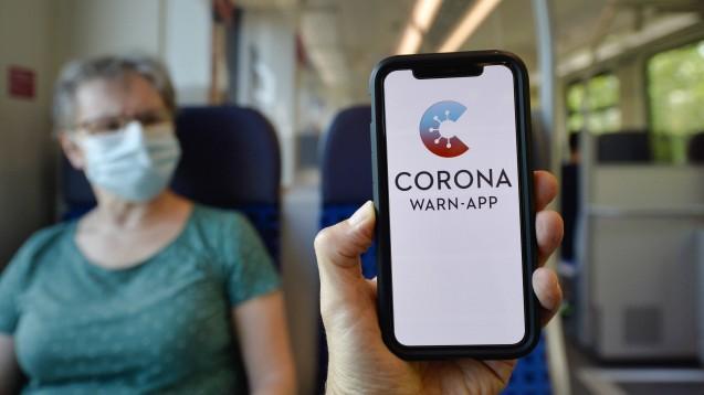 Wie stehen die Menschen in Deutschland zu Masken, Kontaktbeschränkungen und der Corona-Warn-App? Das wollten Wissenschaftler aus Heidelberg wissen. (m / Foto: imago images / Michael Weber)
