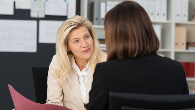 Sie wollen Ihrem Chef etwas Wichtiges mitteilen, wissen aber nicht wie? (x / Foto: contrastwerkstatt / stock.adobe.com)