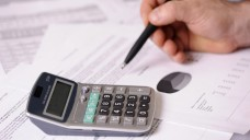 Die Koalition will die Apotheker-Forderung nach einer regelmäßigen Honorarprüfung wohl nicht umsetzen. (Foto: pfpgroup/Fotolia)