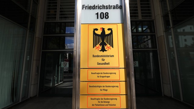 Von den 52 Stellungnahmen zur Sterbehilfe, die beim BMG eingegangen sind, seien 30 auf eigene Initiative geschickt worden. Nähere Angaben zu den Absendern machte das Ministerium mit Hinweis auf den Datenschutz nicht.(x / Foto: imago images / Müller-Stauffenberg)