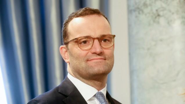 Bundesgesundheitsminister Jens Spahn will schneller sein als der G-BA und das Fettabsaugen zur Kassenleistung machen. (Foto: imago)