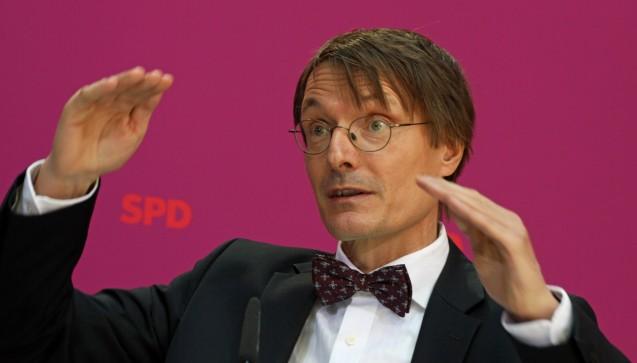 Gleiche Verhältnisse schaffen: SPD-Gesundheitsexperte Karl Lauterbach erklärte in der FAZ, dass er den Versandhandel schützen möchte. Den Apotheken Vor Ort gehe es wirtschaftlich gut, von Apothekensterben könne keine Rede sein, sagte der SPD-Fraktionsvize. Rx-Boni sind für ihn eine Chance für Menschen auf dem Land. (Foto: Sket)