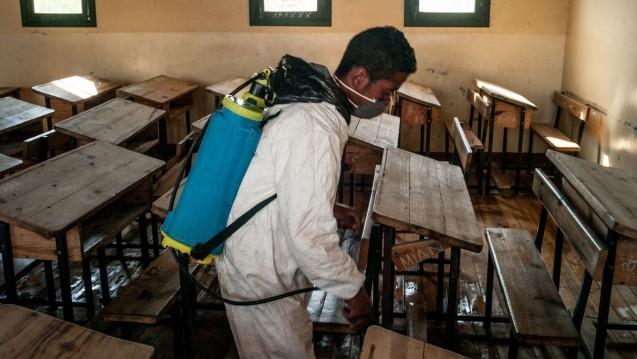 Auf Madagaskar breitet sich derzeit die Lungenpest aus, öffentliche Gebäude werden desinfiziert. (Foto: dpa)