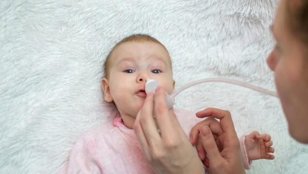 Um flüssiges Sekret zu entfernen, stehen verschiedene Varianten von Nasensaugern zur Verfügung (Foto: silentalex88                                      / stock.adobe.com)