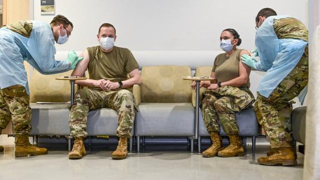 Auch in Deutschland stationierte Angehörige des US-Militärs haben Anrecht auf einen digitalen Impfnachweis. (Foto: IMAGO / ZUMA Wire)