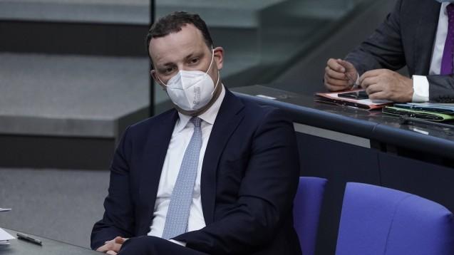 Jens Spahn steht wegen seiner Entscheidungen in der Pandemie weiterhin im Zentrum der Kritik. (Foto: IMAGO / Political-Moments)