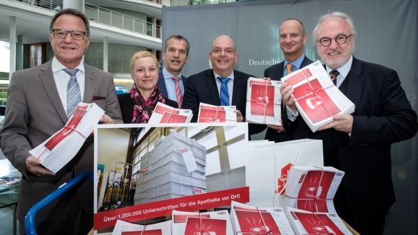 ABDA bringt Unterschriftensammlung in den Bundestag